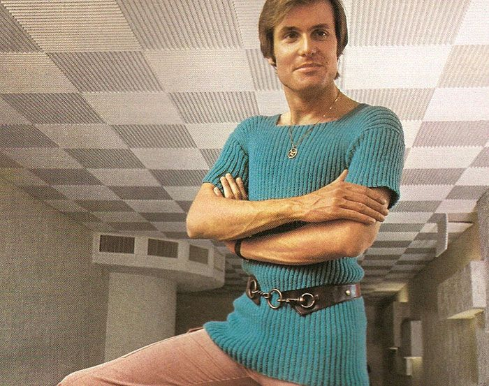 1970s Men's Fashion [I would love this top/belt ensemble on ME, but on a dude not so much].