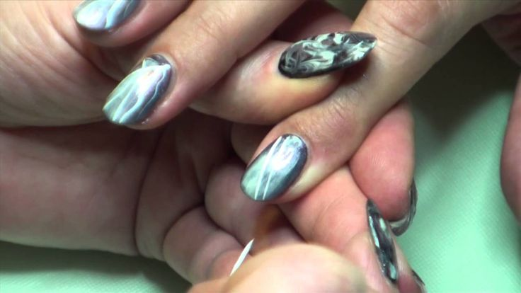 Striping and dots with CND Shellac, English version