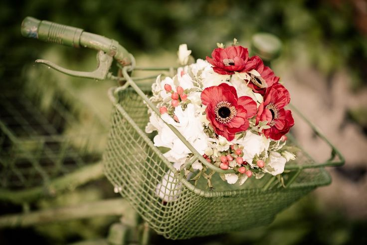Wedding bouquet packed with red flowers! | Mirabelky.com