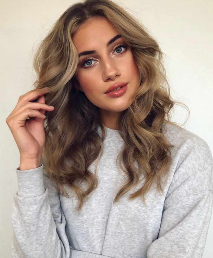 Pinterest: DEBORAHPRAHA ♥️ medium length hair with tight curls