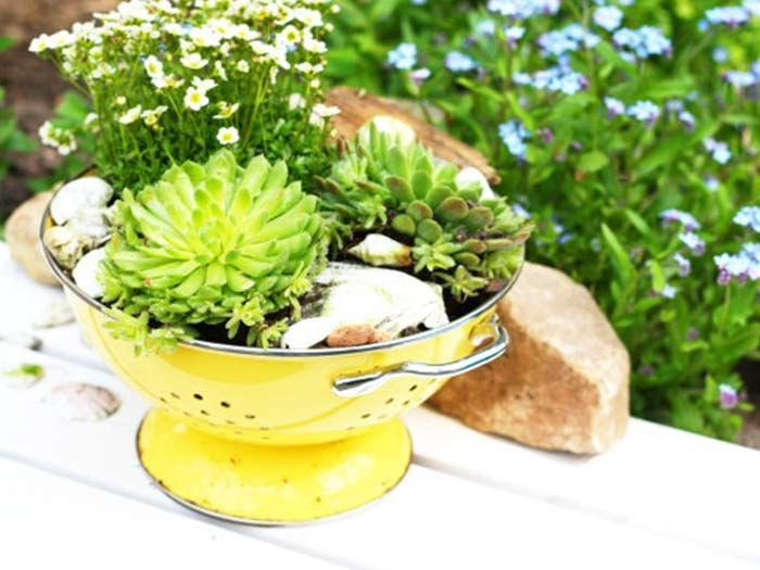 DIY: Blumentopf aus altem Sieb herstellen // DIY: upcycling, flower pot made out of an old sieve via DaWanda.com