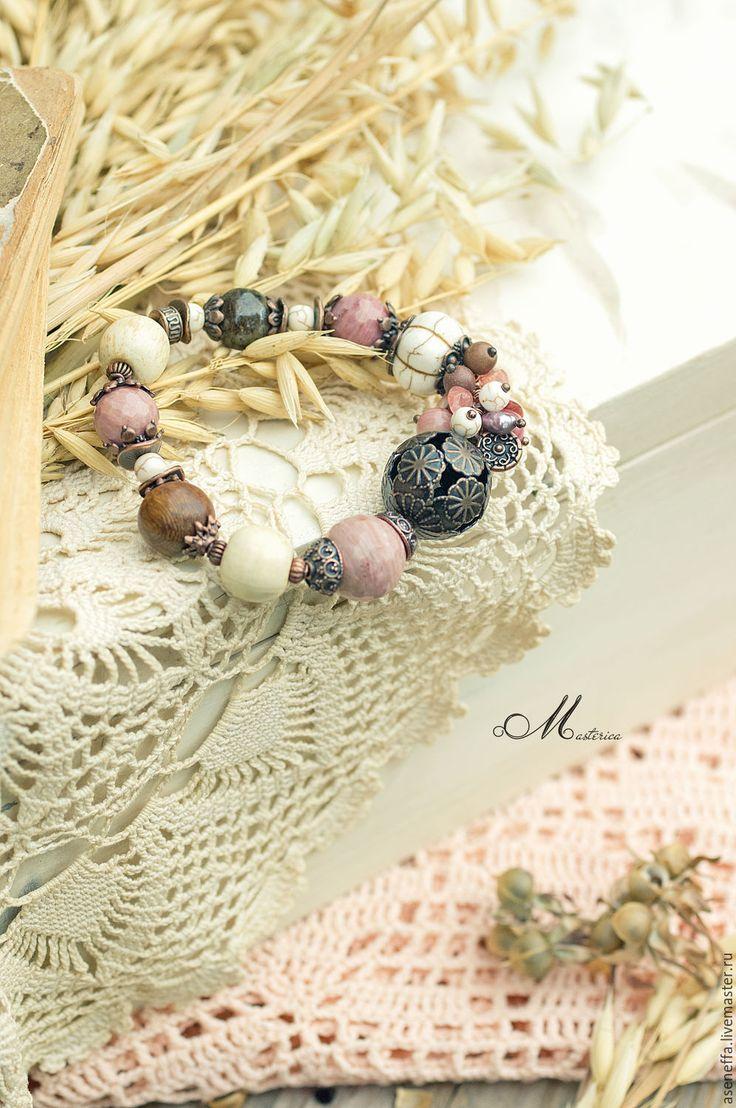 """Купить Браслет """"Клубника в шоколаде"""" - разноцветный, розовый, коричневый, молочный, нежный браслет, молодежный браслет"""