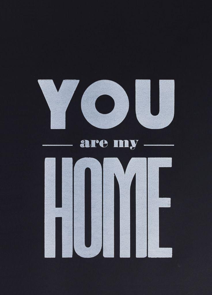 Limited edition vtwonen poster you are my home. Een serie unieke, met de hand gesigneerde posters door de redactie van vtwonen ontworpen en ambachtelijk gedrukt bij het Grafisch Werkcentrum Amsterdam. Door het ambachtelijke drukkersprocedé is geen enkele poster precies hetzelfde, dat maakt deze posters uniek en speciaal.