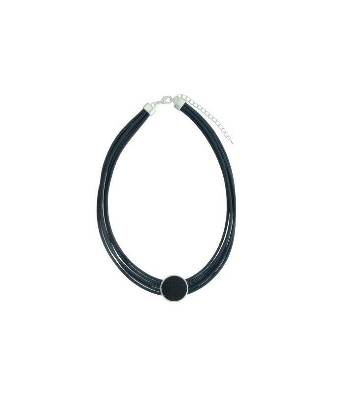 Donker blauwe korte halsketting van meerdere rijen koord |De lengte vande halsketting is 45 cm | EAN: 8718189364661 | A-zone fashion