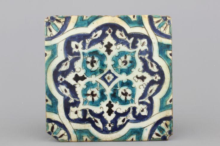 3 decoratieve tegels, Damascus, ca 1600