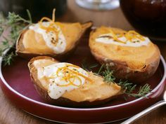 Gebackene Süßkartoffeln mit Schmand - smarter - Zeit: 35 Min. | eatsmarter.de Einfach aber lecker!
