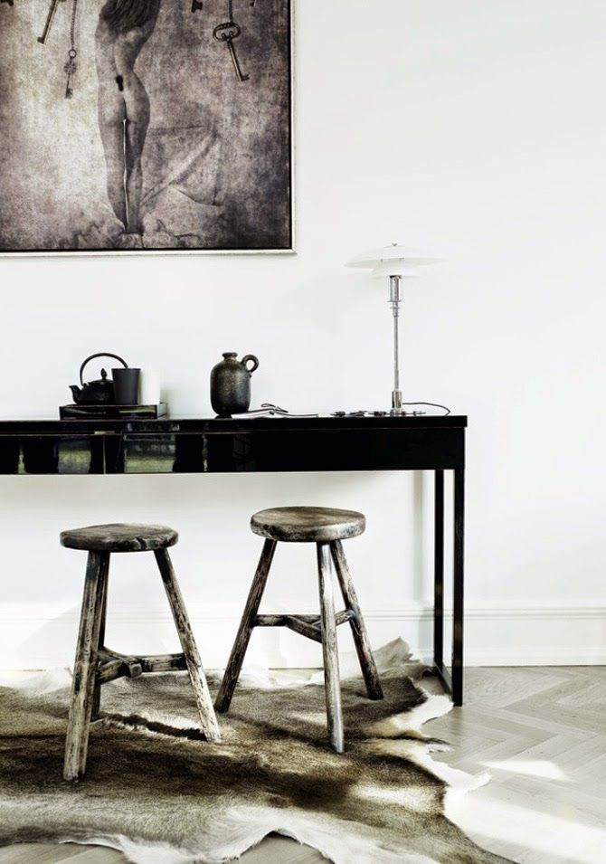 Beautiful inspiration. Dark contrasts and wood.