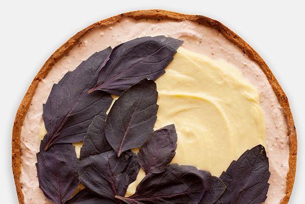 Клубнично-базиликовый тарт скокосовым заварным кремом — Рецепты шефов на The Village