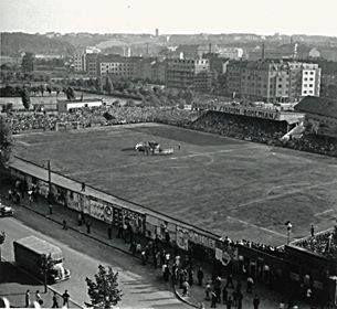 """Praha Neznámá on Twitter: """"Nově otevřený stadion Bohemians ve Vršovicích (1932) . Foto poslal @RadekKlier https://t.co/9GgoJ5MZkf"""""""