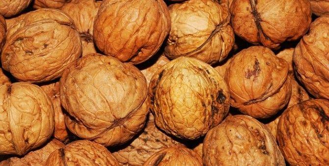 Walnuts+ Melatonin= Sleep - Bubblews