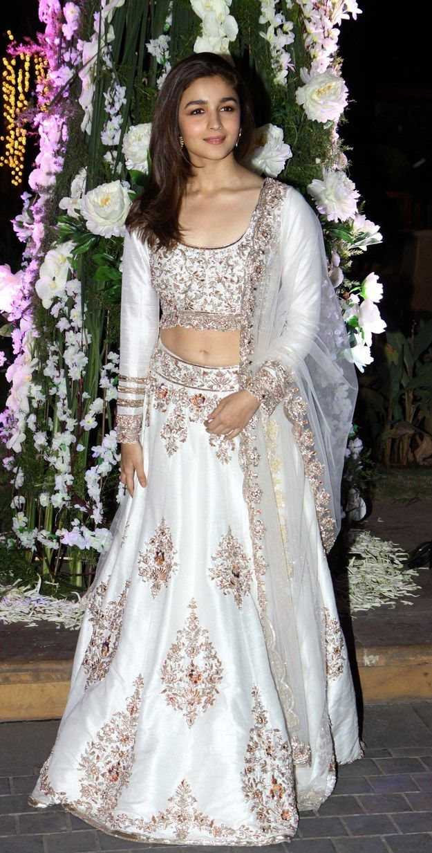 Because she proves that traditional can be sexy. #SanskaariSwag | 16 Reasons Alia Bhatt Is The Fashion Icon Of Our Generation