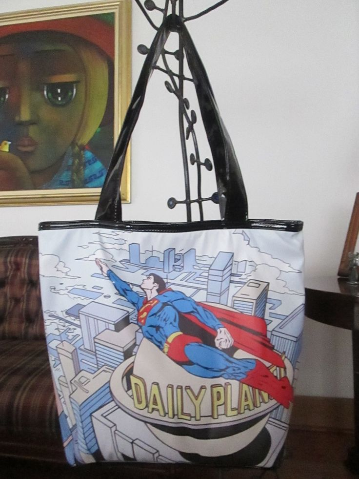 Cartera SuperMan volando Dimensiones: 48x36cm