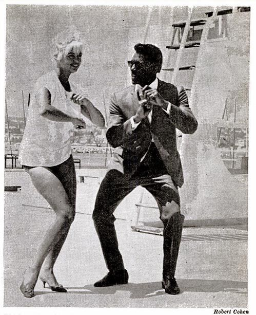 Jayne Mansfield and Rocky Roberts doing the monkeybird at the Cannes festival (1964) - Robert Cohen