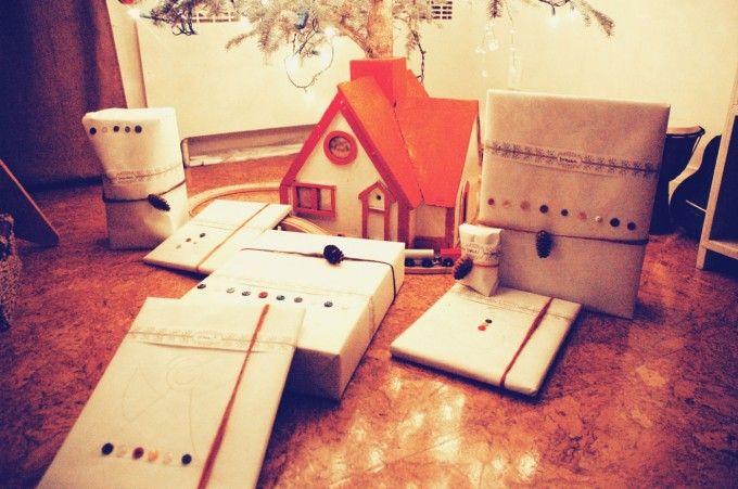 tinypeasant.com | Kraft Paper & Pine Cones Gift Wrap