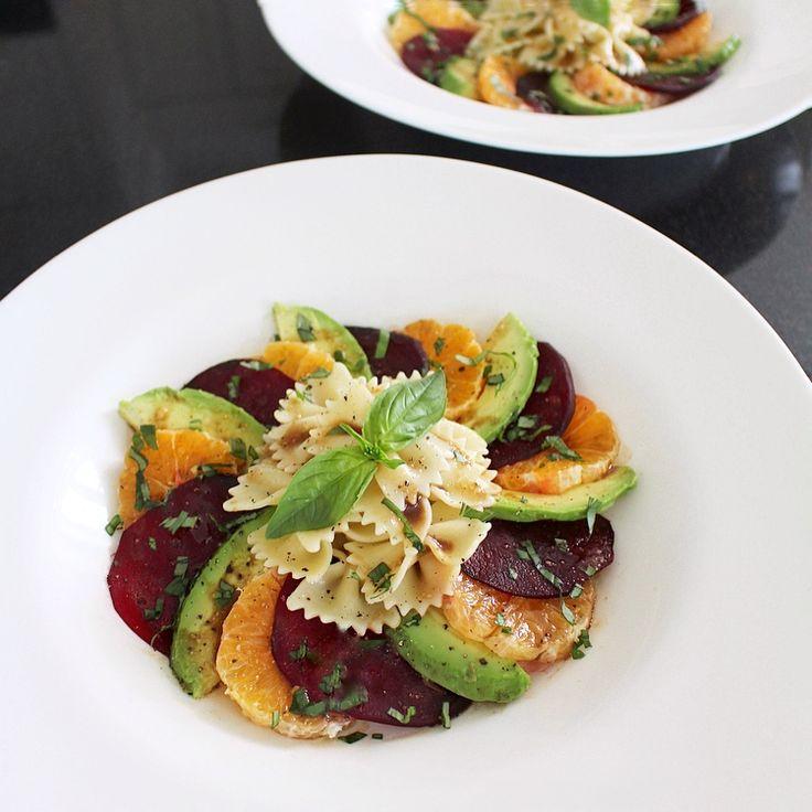 Salade de farfalles, betteraves, clémentines et avocats  À bas les salades de pâtes ennuyantes ! Si vous avez quelqu'un à impressionner pour la St-Valentin, vo