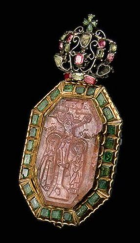 Panagia with a Cameo Depicting the Crucifixion, Cameo early 17th century, 17th-18th centuries, Russia