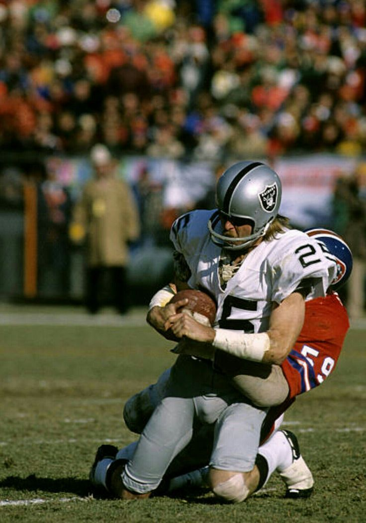 The Raiders' Fred Belitnikoff, wide receiver, hauls one in against Denver.