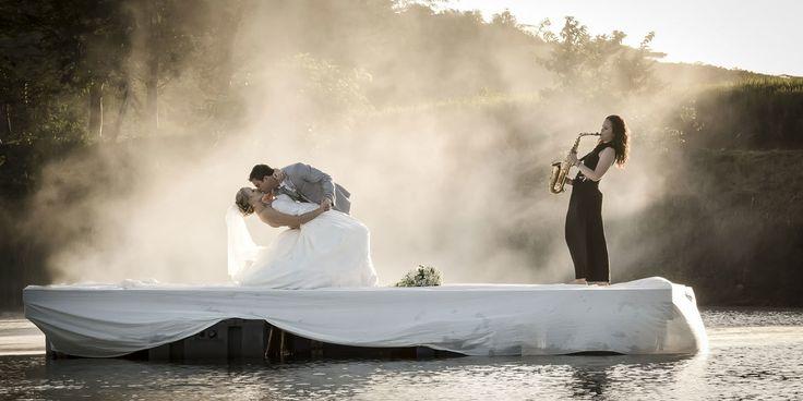 Unieke Trouwpak Experience. Trouwpak kopen in alle rust, met advies & toffe beleving voor de bruidegom! Ook je trouwpak op maat laten maken? Check de site mannen! http://suitsatsea.nl/