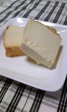豆腐を使ってチーズケーキを作るレシピがじわじわ人気になっています♪さっぱりかと思いきや、クリーミーで濃厚なチーズケーキも作れるとか!試してみないともったいない☆お財布にもちょっと優しいチーズケーキレシピです☆ (3ページ目)