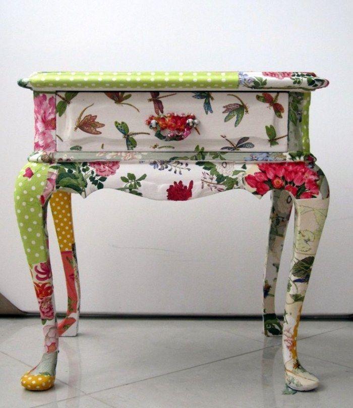 Decoupage Technik zum Verschönern von alten Möbeln