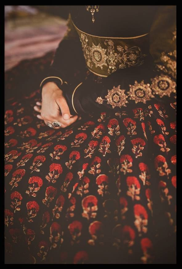 a black embrodery lehnga