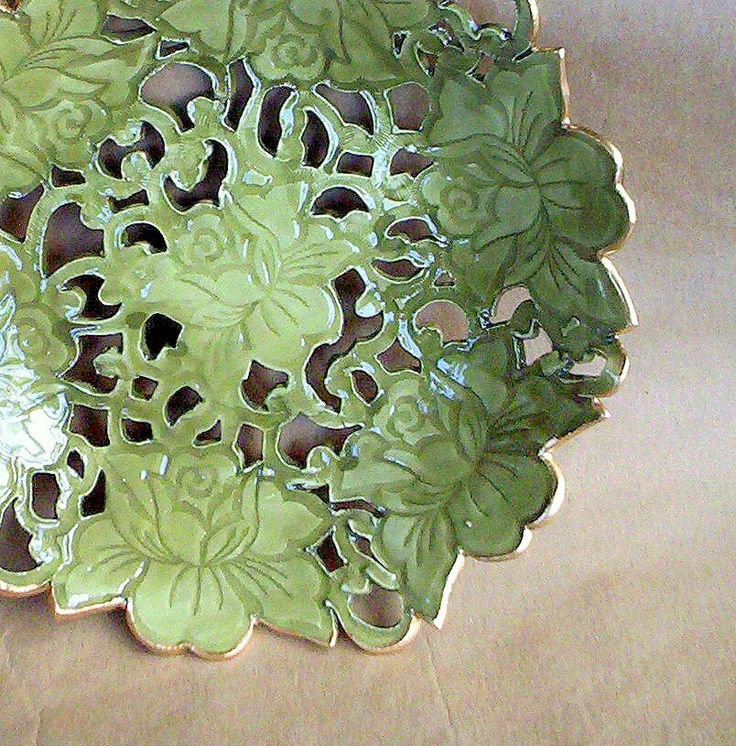 I want to learn to do this kind....although I think I have an idea of how.....hmmm.....(Hand Built Pottery Carved Rose Lace Bowl)