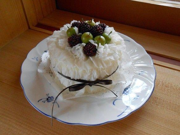 プリザーブドフラワーで作ったフラワーケーキです。白いカーネーションでクリームを表現しました。|ハンドメイド、手作り、手仕事品の通販・販売・購入ならCreema。