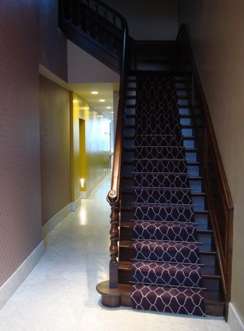 ♡ MD ++ traploper moderne stijl. Thuis een bijzondere trap? Leg er een traploper op met een modern patroon zoals deze van Edward van Vliet. Vanaf nu alleen nog maar zacht de trap oplopen! ;-)