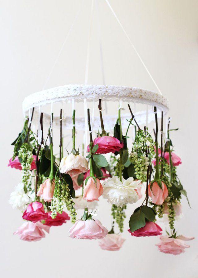 Un luminaire de fleurs