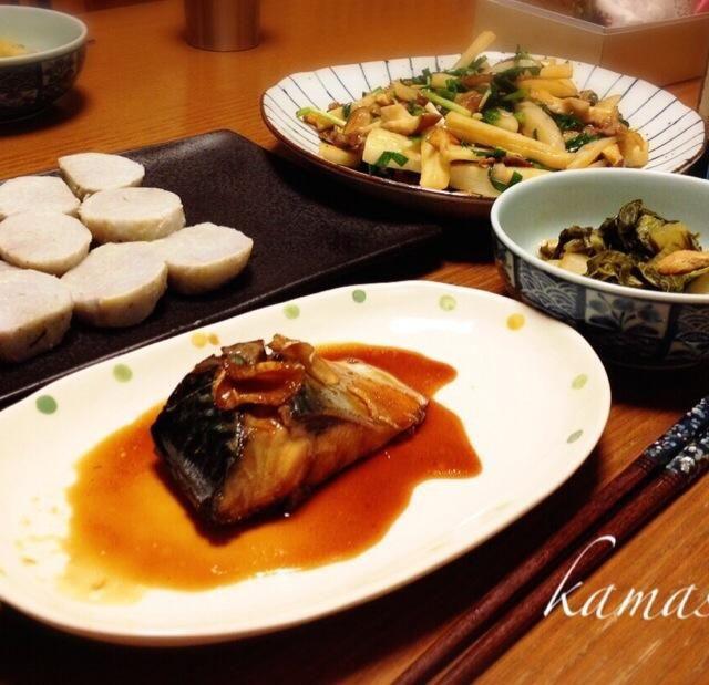 鯖…昨日は味噌煮で今日は生姜で煮付け  美味しいね〜(≧∇≦)2日続いても飽きないよ( ´ ▽ ` )ノ あと、ばりぃちゃんが作ってた、里芋の田楽。田楽味噌と白胡麻ペースとでゴマだれを作っていただきました(^人^)どちらも美味しかった(≧∇≦)ばりぃちゃん!ありがとう(^-^)/ 蓮根の炒め物はテレビでやってたの。ケチャップ味でダーもお気に入り(´・Д・)」  *鯖の煮付け *里芋の田楽 *蓮根、牛肉、椎茸、ネギの炒め物 *しろ菜とお揚げさんの炊いたん**風憚 - 47件のもぐもぐ - 鯖の煮付け里芋田楽など… by kamasann