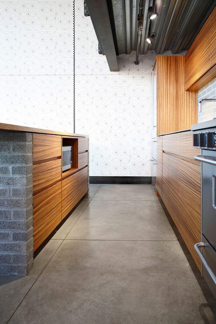 Madeira + tijolo cimento + piso cimento queimado