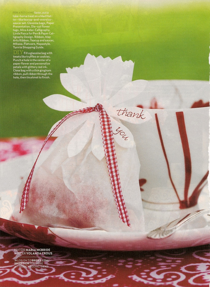 Glassine bag - nice packaging / gift wrapping idea. Especially for party favors, bake sales, gifts from the kitchen or other gifts.