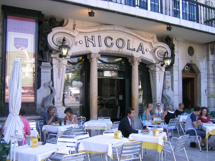 * Café Nicola *  Lisboa, Portugal.