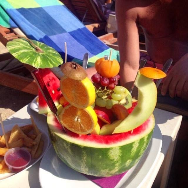 #Sunday ' s #mood ? A few #treats for you to kick off your #summer!!   #healthy #eat #fruits #fruitsalad #tasty #diet #refresing #kalua #mykonos #kaluamykonos
