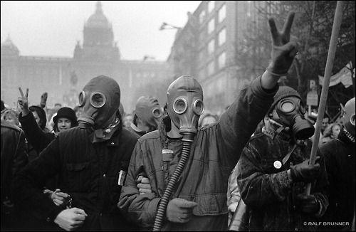 Ralph BRUNNER :: Prague during the velvet revolution, December 1989