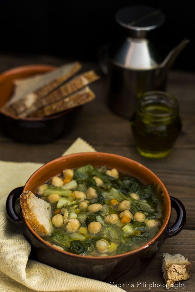 La zuppa di scarola e ceci  è una ricetta perfetta per questi giorni dove ha iniziato a fare freddo.  Per me poi questa zuppa  è una m...