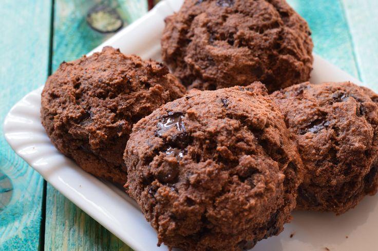 Leckere und saftige Low Carb Schokobrötchen, die jeden Hunger auf Süßes stillen. Schnell gemacht und wunderbar zum Mitnehmen geeignet!