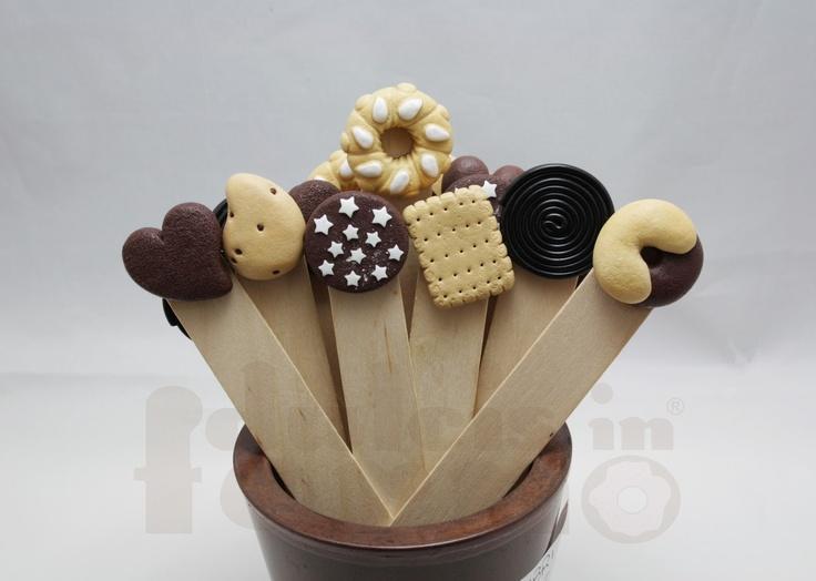 Segnalibro con biscotto fatto a mano_12,00€_ Base in legno. L'intero catalogo su www.dulcisinforno.blogspot.com Contatti: info@dulcisinforno.com