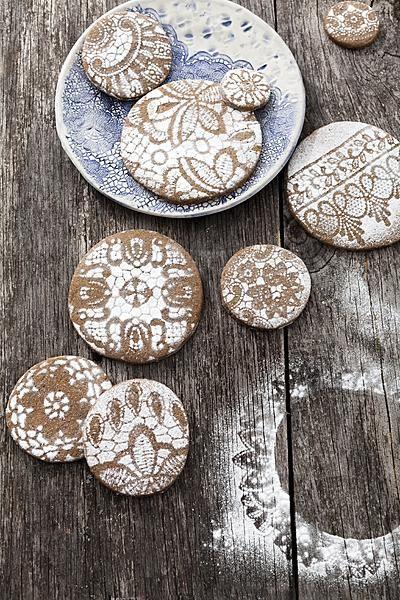 Lace powdered sugar ginger cookies (original recipe in Dutch)