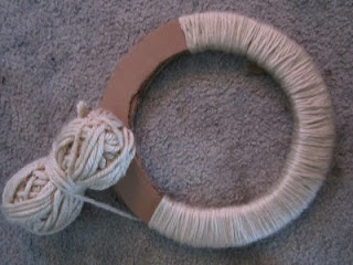 DIY yarn wreath form using cardboard.. I'm going to make one for my new house!!