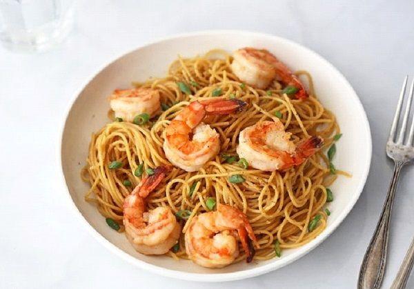 طريقة عمل نودلز صيني بالجمبري طريقة Recipe Sauteed Shrimp Garlic Noodles Recipes