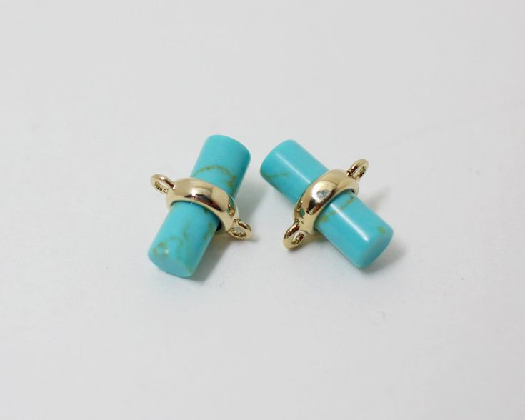 ▶Discription◀  Cylinder Glass Charm Connector Turquoise  ▶Detail◀  -Bass Metal:Brass  -Plating:Anti-Tarnished  Gold Plating Over Brass +Turquoise  -Size:9x 5.mm  -Content: 2pcs/pack   ★To see all the colors of this item please search the first 5digits of items code(eg.C0004)  ★If you have any inquiries about our items,please do not hesitate to convo me.