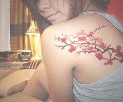 I love floral tattoos!