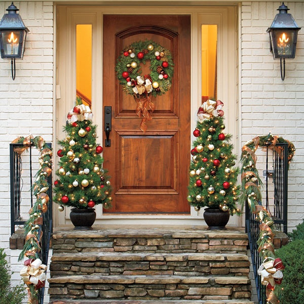 7 best front porch images on pinterest front door steps for Front yard christmas decorating ideas