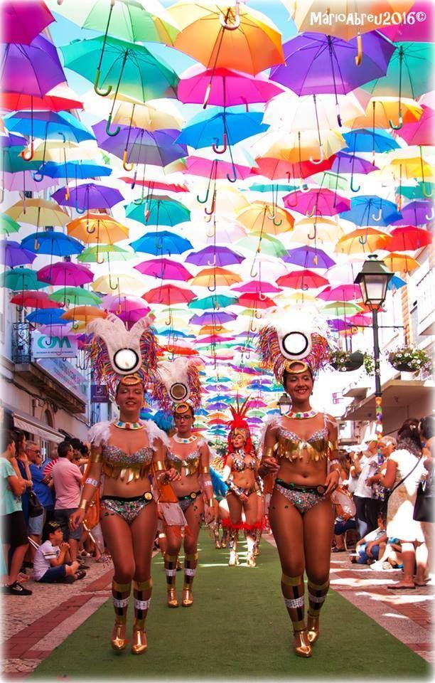 Carnaval fora d'Horas @Agitágueda2016 #agitagueda #agitagueda2016 #agitaguedaartfestival #agueda #streetart #festival #urbanart #umbrellaskyproject