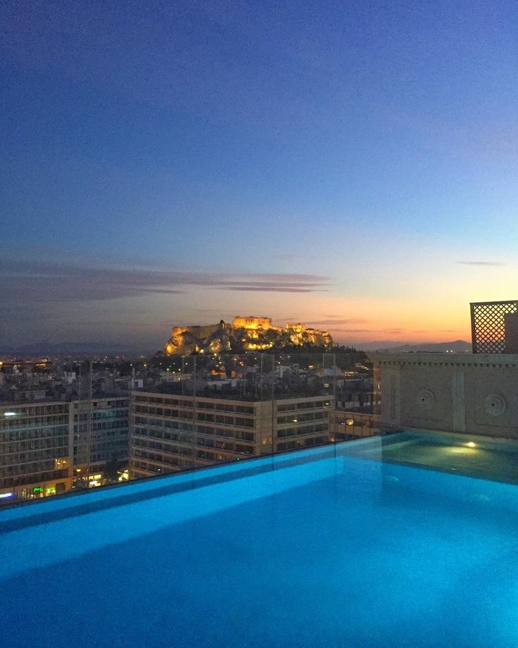 This surely is one of the most photographed private pools  #360journeyofblue #journeygreece #kinggeorgeathens #penthousesuite #acropolis #clickatluxury #katerinastraveldiary