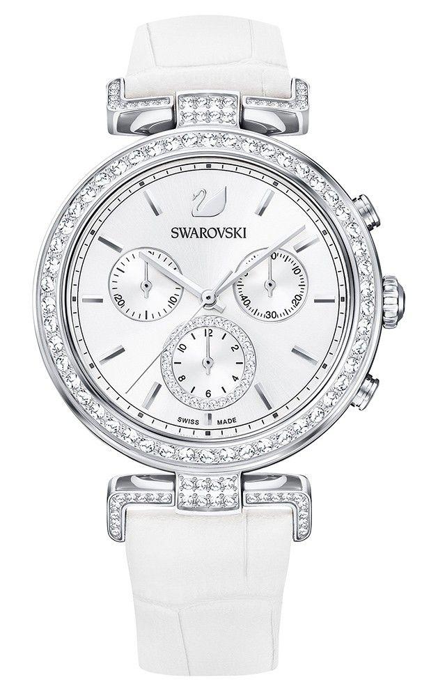 Swarovski Dameshorloge 'Era Journey' White 5295346. Modieus en speels vormgegeven horloge met transparante Swarovski kristallen, die rondom de zilverkleurige kast en in de aanzet van de band zijn verwerkt. De kast met een doorsnede van 38 mm heeft een witte wijzerplaat met zilverkleurige index en wijzers. De witlederen horlogeband sluit door middel van een gespsluiting. Het horloge is 50 meter waterdicht en voorzien van een Zwitsers uurwerk. #trendy #stijlvol #swissmade #horloge #swarovski…