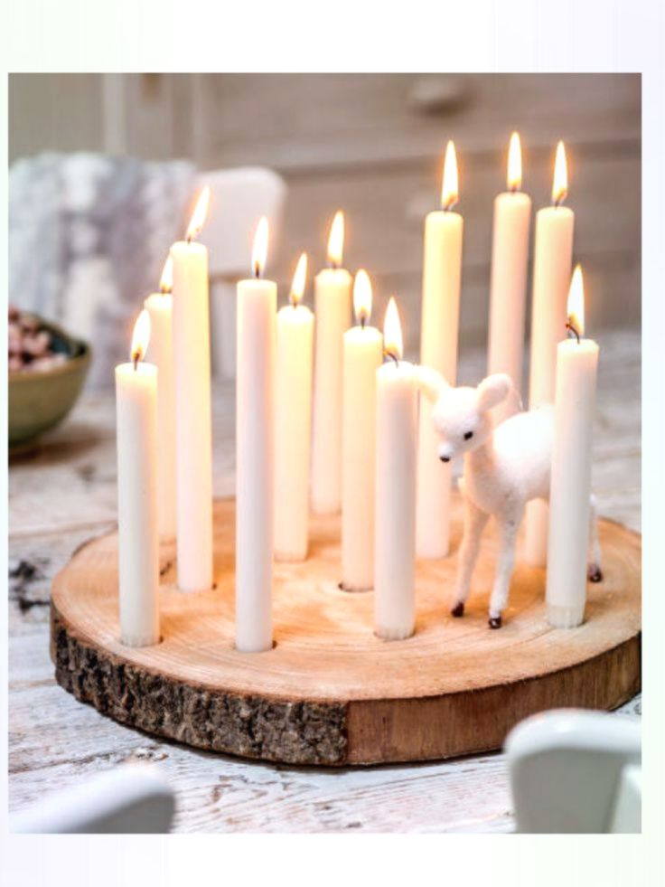 Schöne Weihnachtsbaumscheibe mit Kerzen