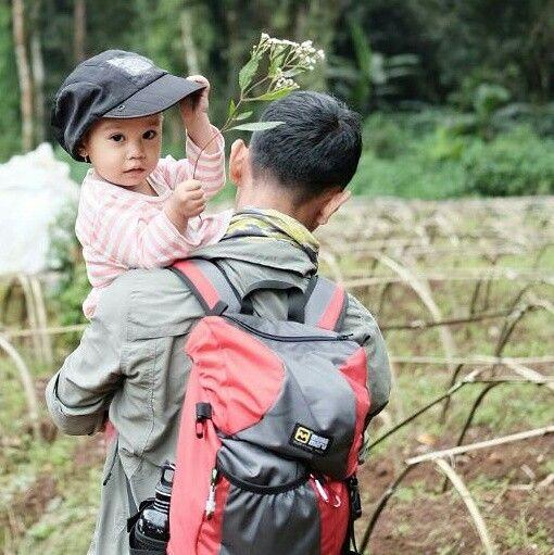 Let's learn together.... Dok : @imosa.id  #tropicalwilderness #wilderness #adventure #familyadventure #IndonesiaMountainSpecialist #imosa.id #getoutside #jungle #mountain #junglefever #instanusantara #instasunda #travellingindonesia #photo_storia #fotonesia #mybest_indonesia #indomountain #indtravel #survive #survivalskills #mountainskills #bushcraft #camping #fotografialambebas #wildernessphotography #fotografialambebas #mahamerubandung #childrenofmountains #microadventureimosa