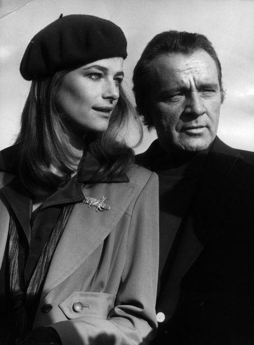 Charlotte Rampling accompagnée de Richard Burton sur le tournage du film Jackpot à Nice, le 30 décembre 1974